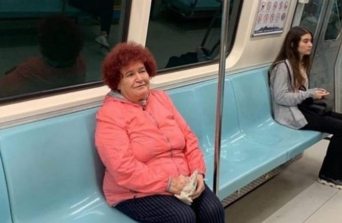 Selda Bağcan'ın metroda çekilen fotoğrafı sosyal medyada gündem oldu