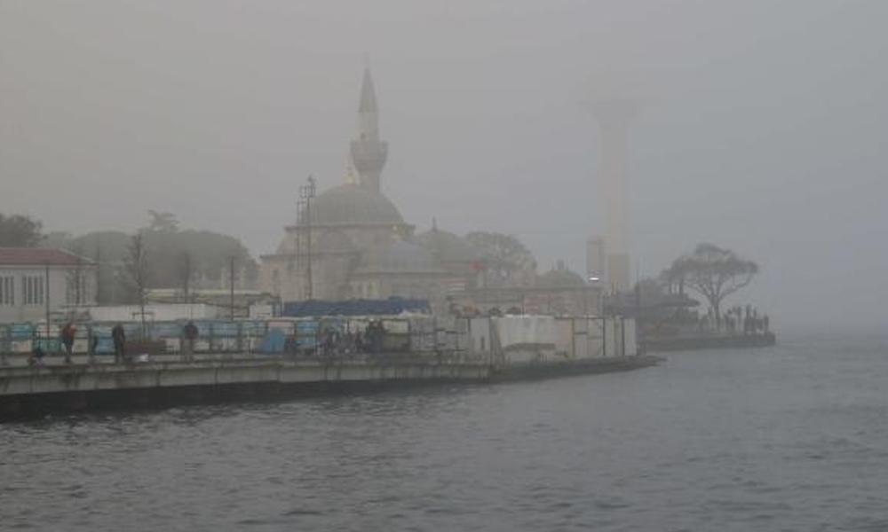 İstanbul'da ulaşımına sis engeli