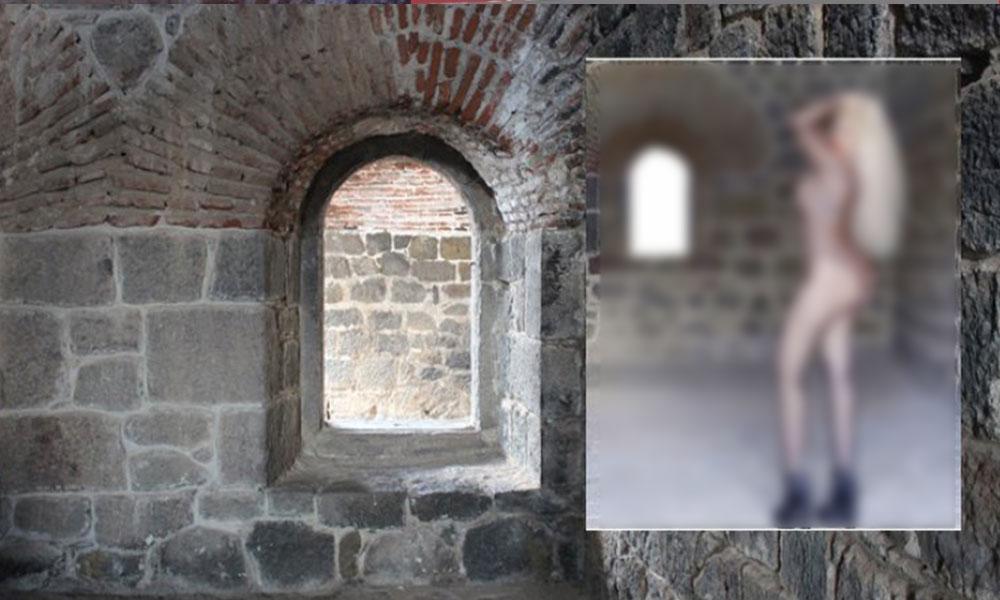 Tarihi yapı içinde mayolu fotoğraf çektirdi, gözaltına alındı