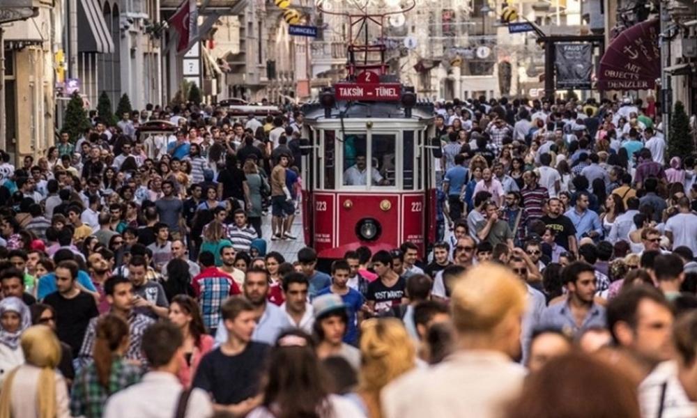 Türkiye, en az din adamları ve siyasetçilere; en çok bilim insanlarına güveniyor