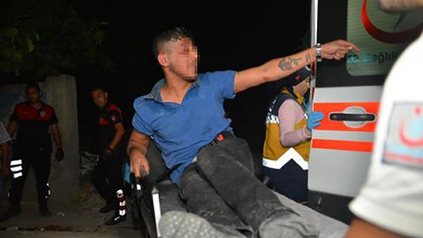 İki kişiyi yaralayan zanlı, polisten kaçarken damdan düştü