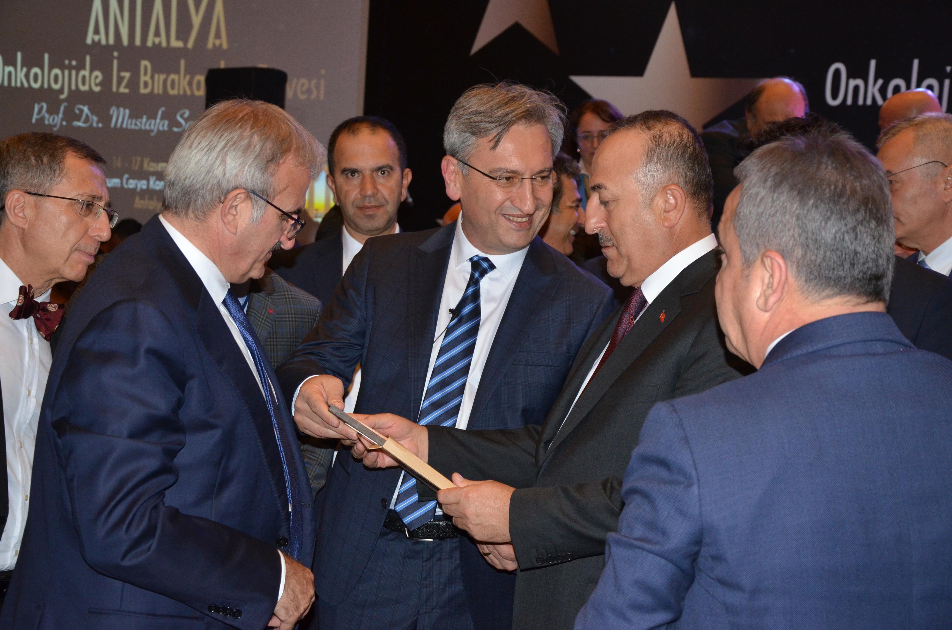 Bakan Çavuşoğlu: Ülkemiz en zengin ülke değil ama en cömert ülkedir