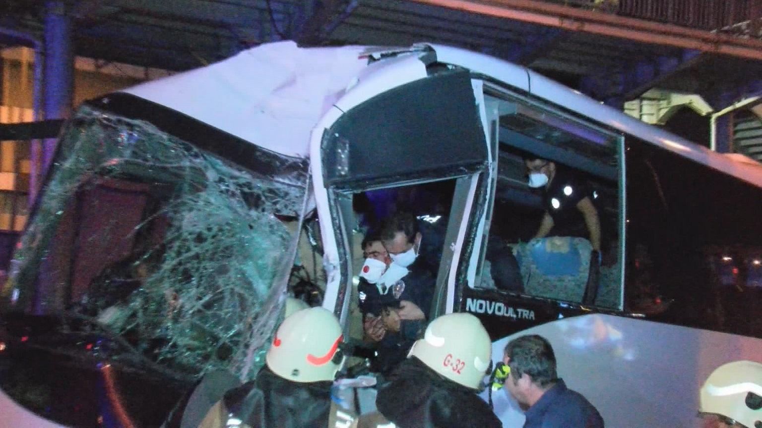 Polisleri taşıyan midibüs kaza yaptı: 3 polis ağır yaralı