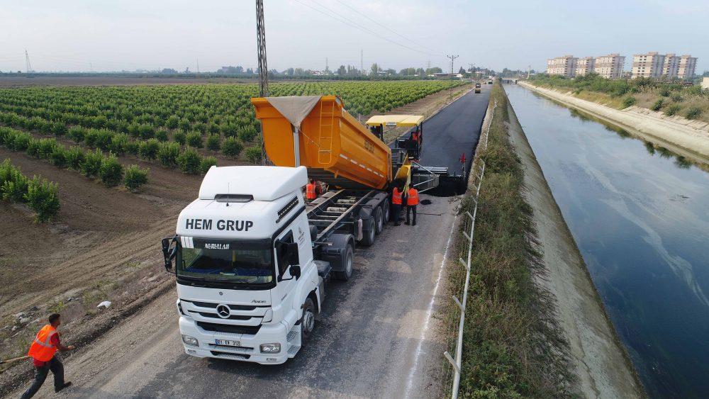 Ali Hocalı-Karataş yoluna bitümlü sıcak asfalt