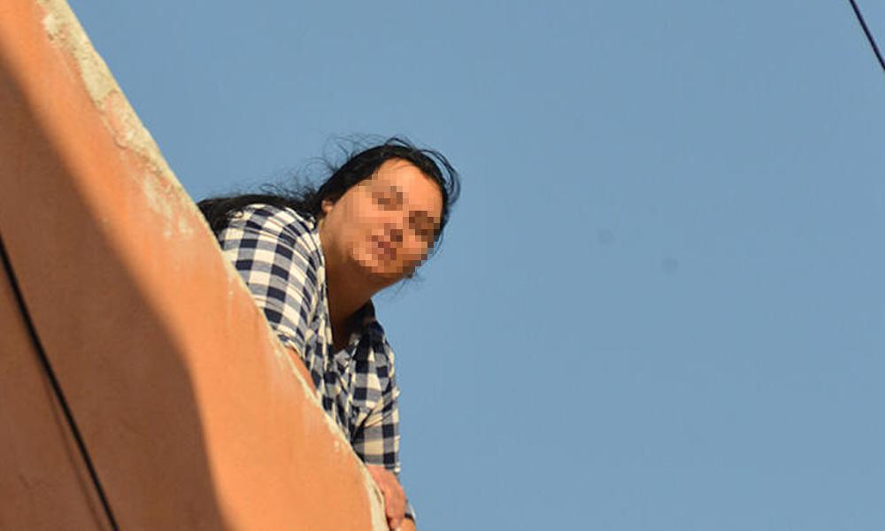 Kocasını terk etti, sonra çatıya çıktı!.. 'Başka bir adama kaçtı'