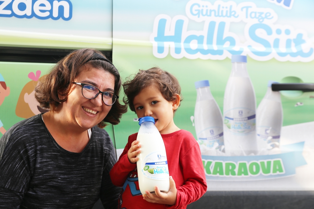 Miniklerin Halk Süt sevinci