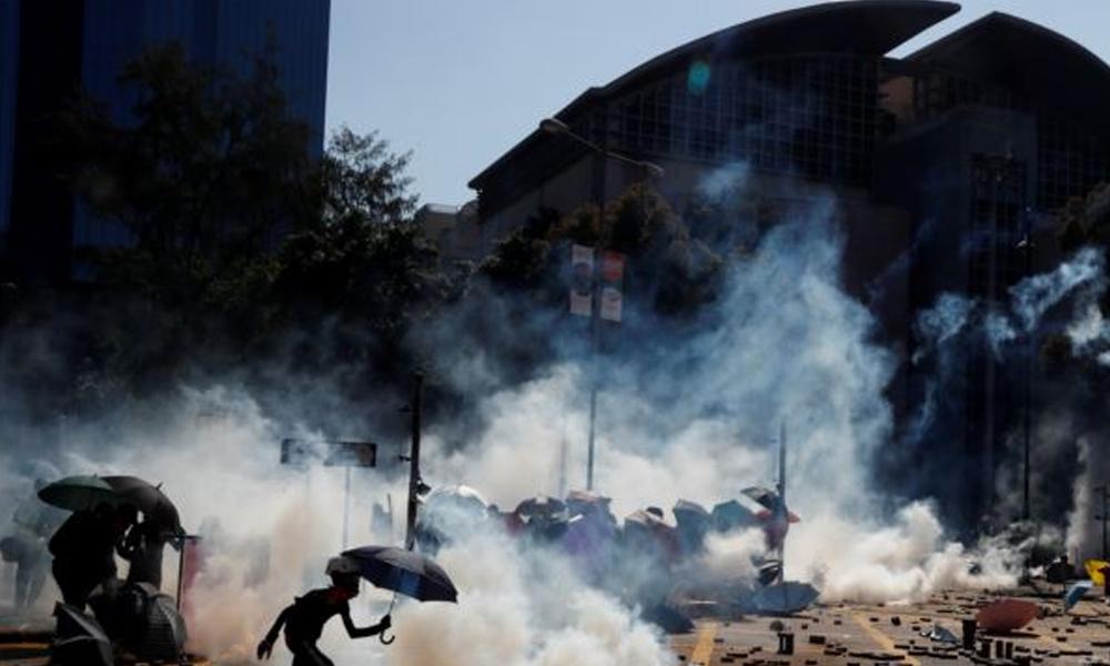 Hong Kong'ta işgal altındaki üniversite polis tarafından kuşatıldı