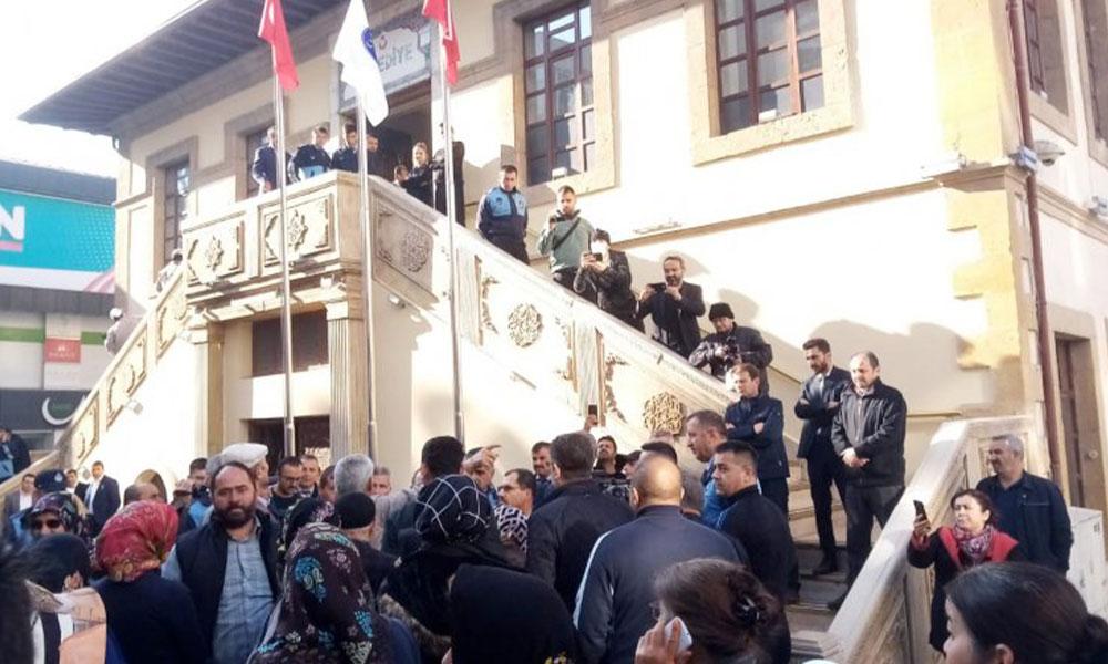 Vatandaşlardan AKP'li belediye başkanına 'istifa' çağrısı