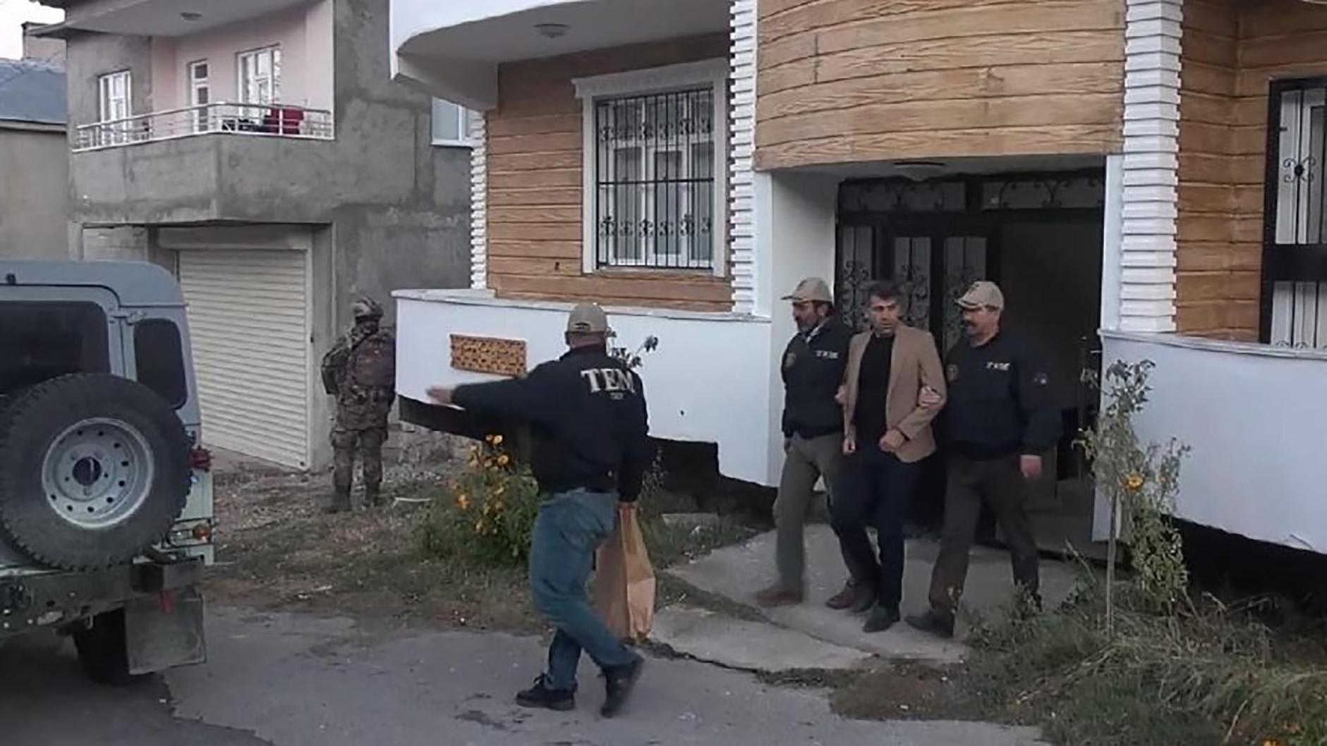 HDP'li belediyeye operasyon: Başkan ile eş başkan gözaltında