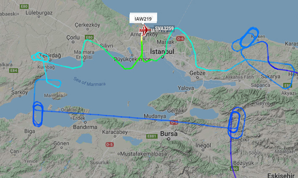 İstanbul'a iniş yapan uçaklar havada dakikalarca tur attı