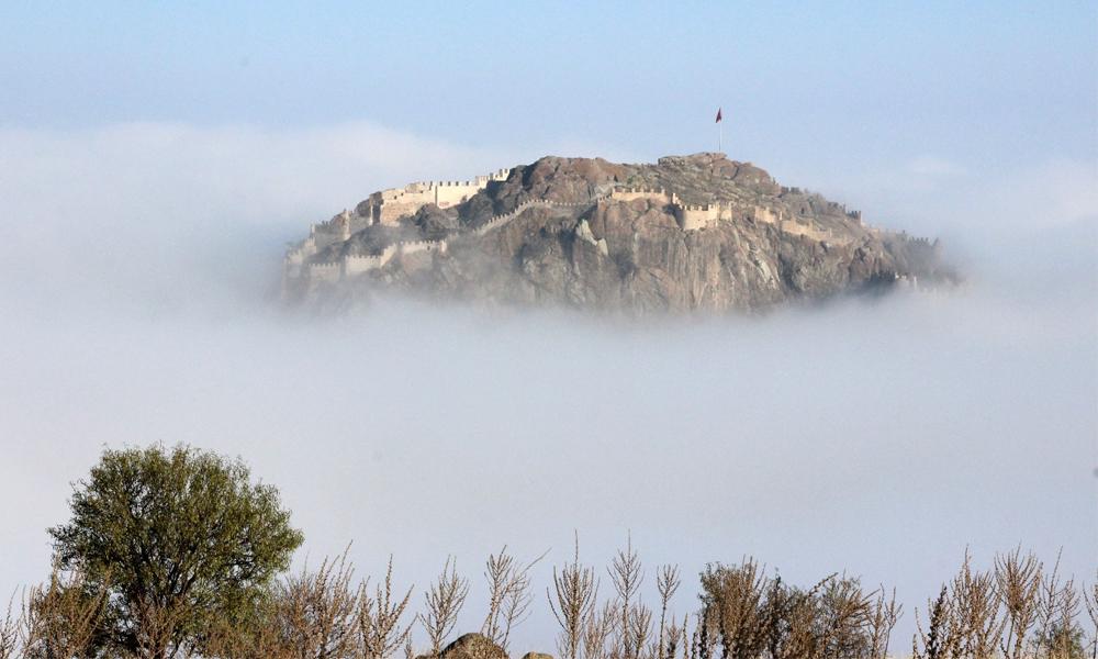 Karahisar Kalesi'nde sisli havada eşsiz manzara
