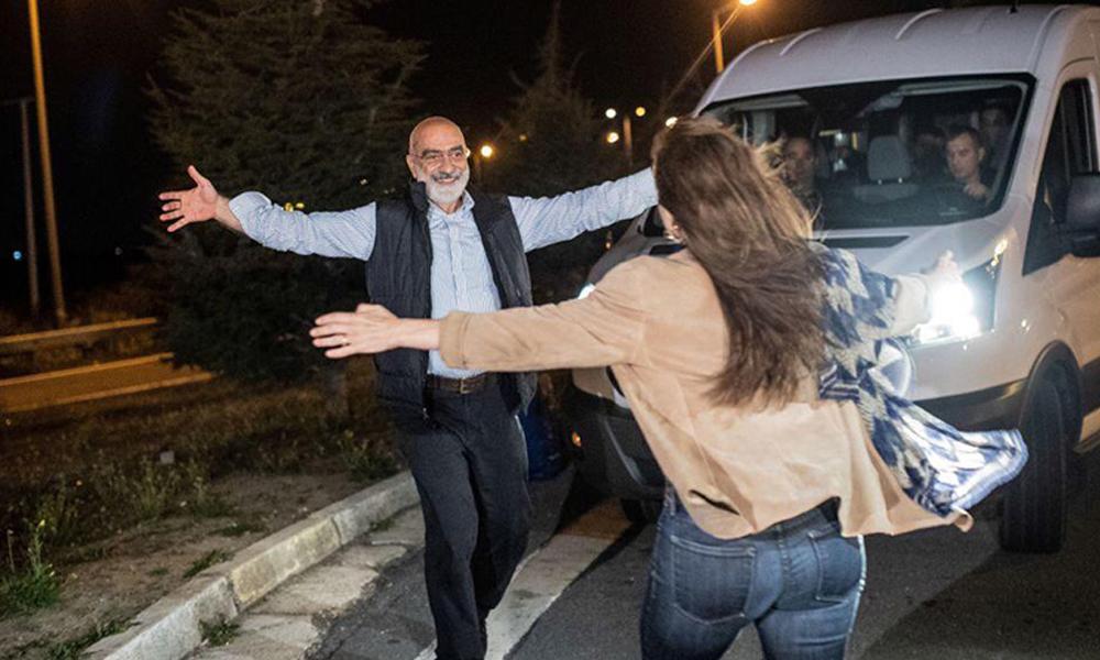 Gülen'in yeğenini yazmıştı… Altan hakkında yakalama kararı o yazısından dolayı mı çıkarıldı?