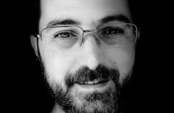 Kavgayı ayırmak isterken bıçaklanan gazeteci Barış Bektaş'ın kafasına tekme atılıp bıçaklandığı ortaya çıktı