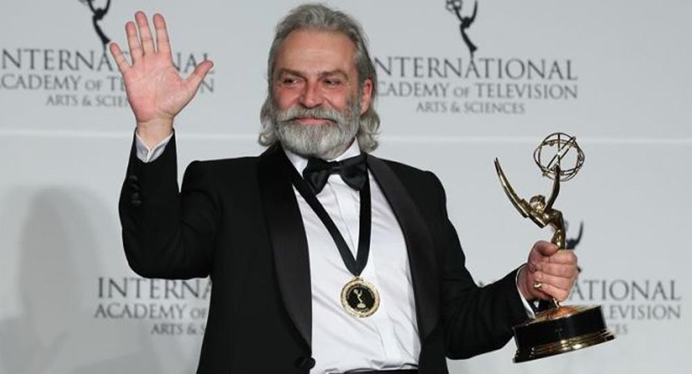 Emmy ödülü Haluk Bilginer'e… Şahsiyet dizisindeki rolüyle muhteşem bir başarıya imza attı