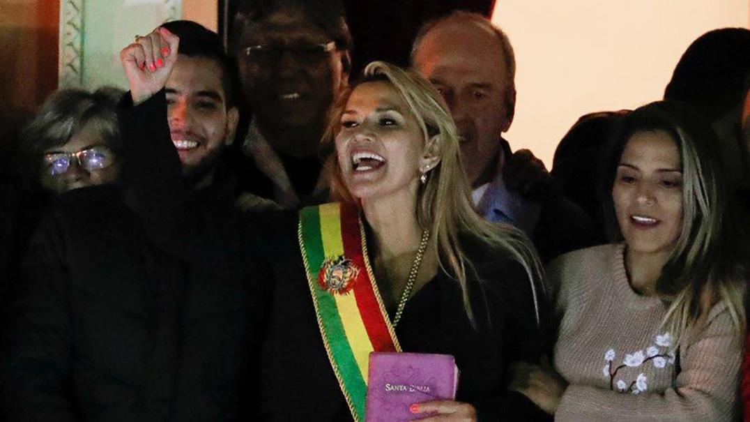 Bolivya'da Jeanine Anez kendisini geçici devlet başkanı ilan etti! 90 gün içinde…