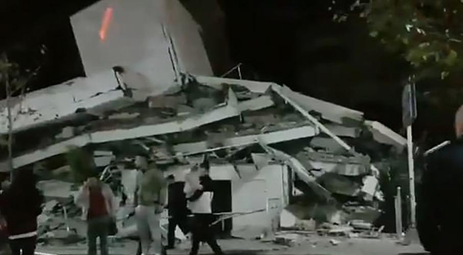 Balkanlar'da şiddetli deprem! Yıkılan binalar var