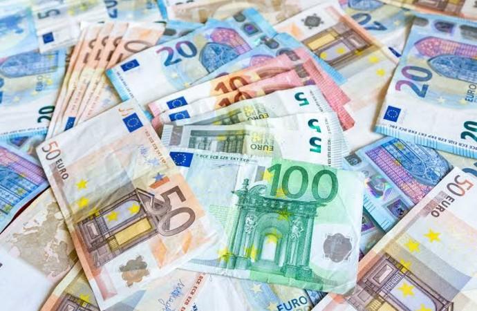Euro zirveyi gördü!