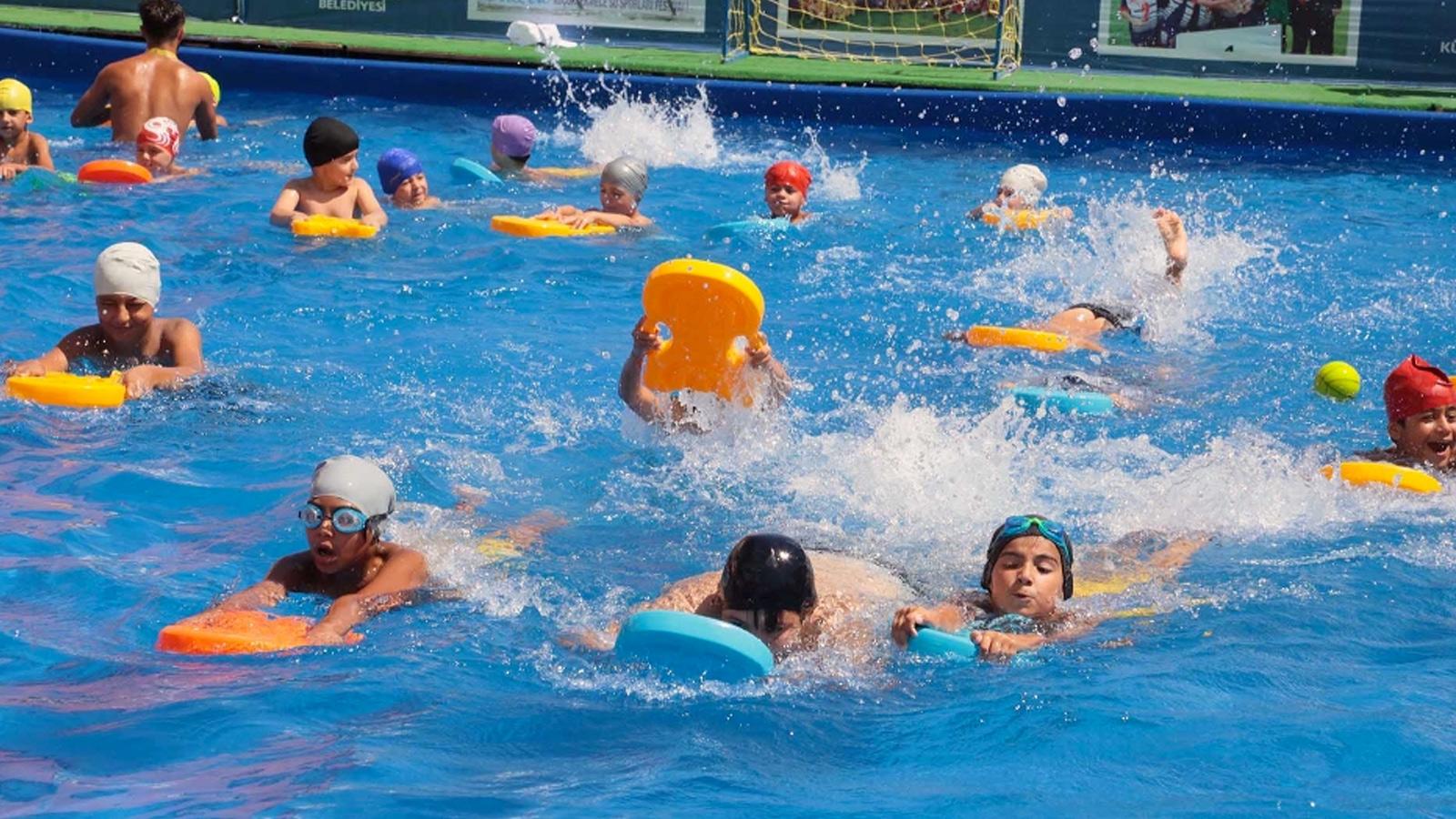 Gerici yazarın hedefinde yine sporcular var: Yüzme seanslarında erkek ve kız çocuklarını…