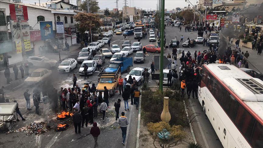 İran'da zam protestolarında göstericiler Tahran'ın giriş-çıkış yollarını kapattı! Rejim karşıtı sloganlar atılıyor…