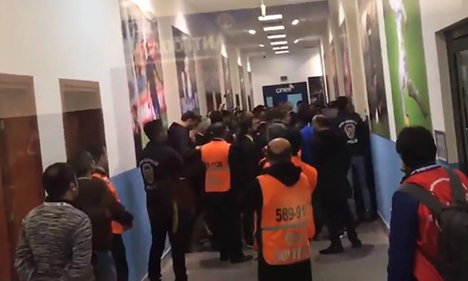 Süper Lig'de soyunma odası karıştı! Polis güçlükle ayırdı