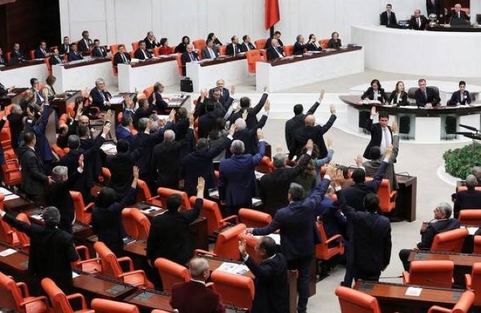Vekillere imtiyaz kararı Meclis'teki bütün partileri yan yana getirdi