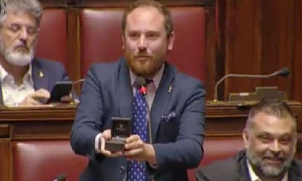 Meclis'te evlilik teklifi: 'Sayın Meclis Başkanı size değil, seyirci sıralarına sesleniyorum'