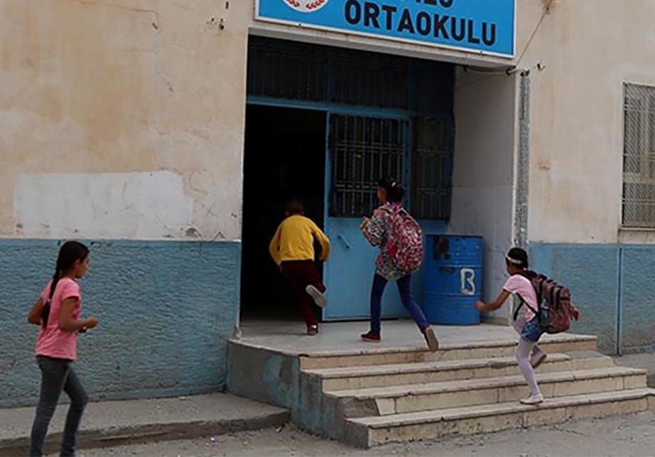 Olmayan öğrenci için para aldılar: Şikâyet eden öğretmen sürgüne gönderildi
