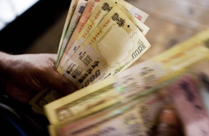 Hindistan'da gökten 'para yağdı'