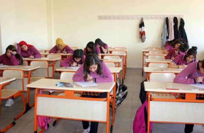 Lisede 'gözetmensiz sınav' uygulaması: 'Önceliğimiz dürüstlük aşılamak'