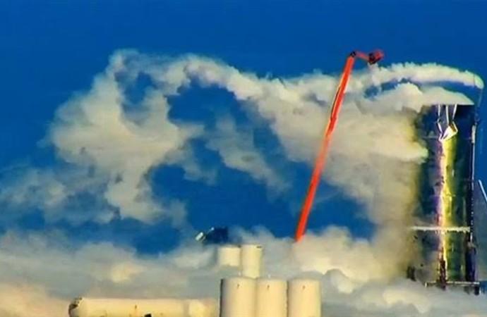 Kargo ve yolcu taşıması planlanıyordu… SpaceX roketi test sırasında patladı