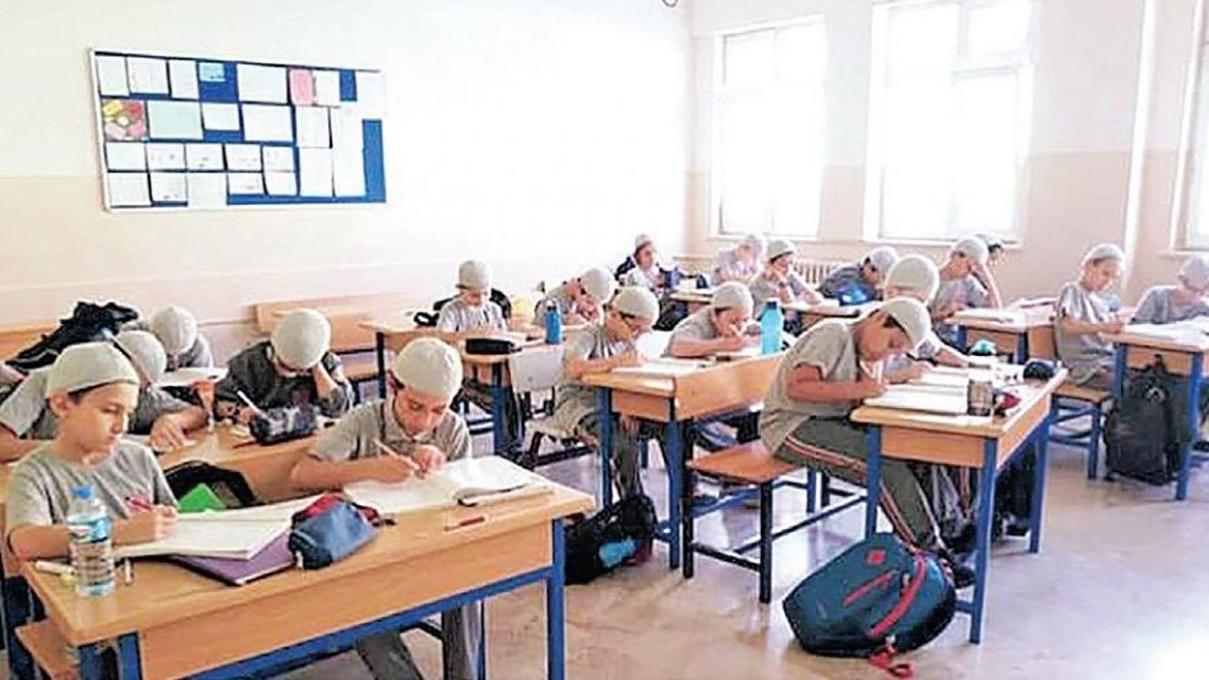 İstanbul'da takkeli eğitim: Her öğrenciye 'Sevap Puan' kartı