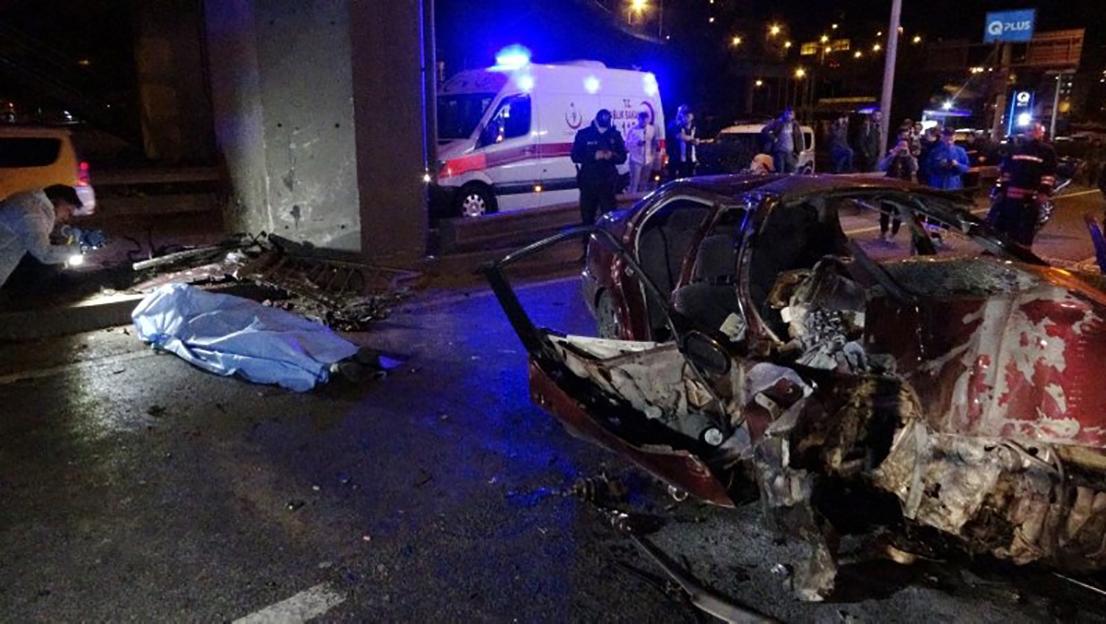 Trabzon'da feci kaza! Otomobil viyadük ayağına çarptı: 2 ölü, 3 yaralı