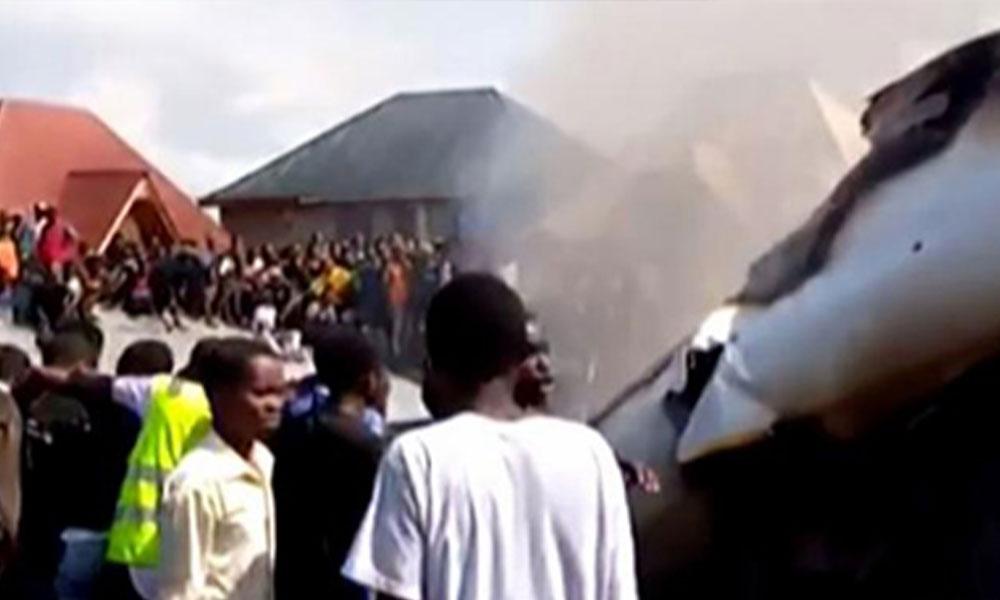 Uçak düştü, 27 kişi öldü, yardım etmek yerine eşyaları yağmaladılar…