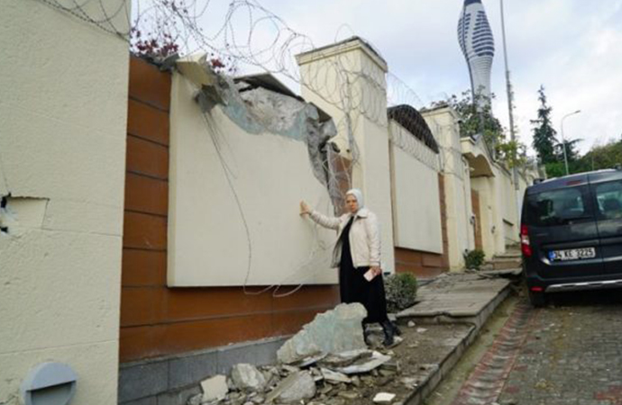 AKP'li belediye AKP'li eski bakanın villasını yıktı
