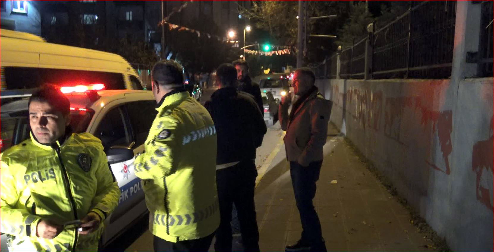 Avcılar'da duvardan yola atlayan kişiye minibüs çarptı