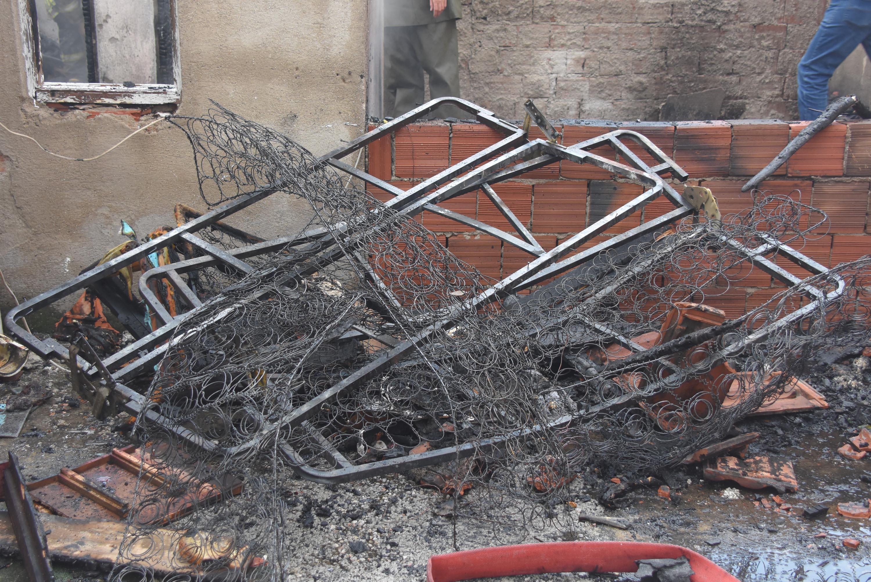 İzmir'de çıkan yangında 1 kişi yaralandı, ev kullanılmaz hale geldi
