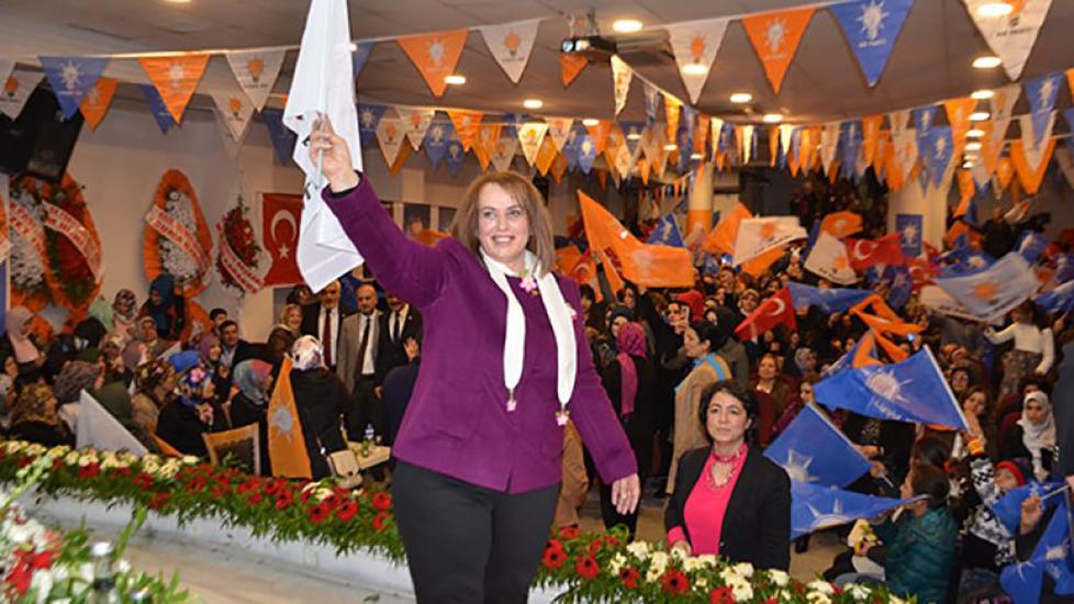 Ülkede işsizlik diz boyu, AKP'de atama aile boyu!
