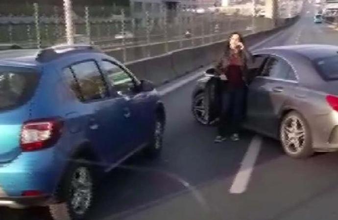Arabasıyla otobüsün önünü kesti! İşte o anlar