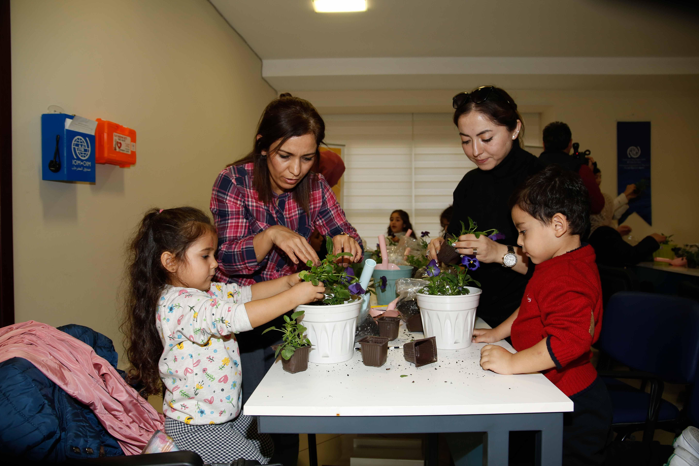 Göçle gelen çocuğa bitki dikimiyle rehabilitasyon
