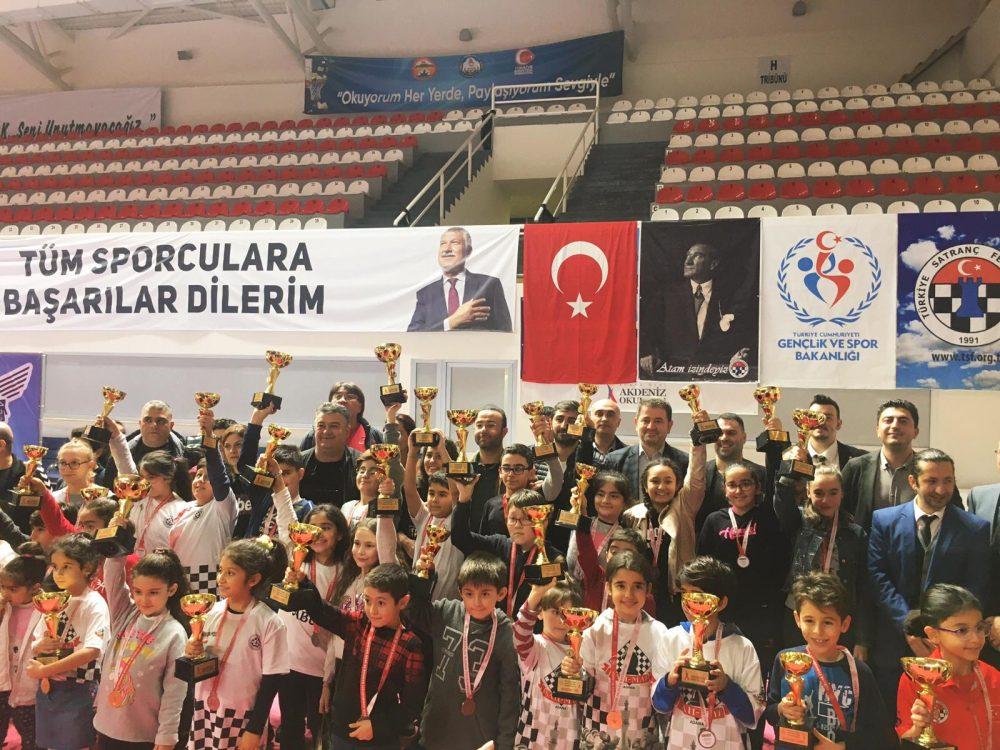 Büyükşehir destekli satranç turnuvasında minikler beyin sporu yaptı