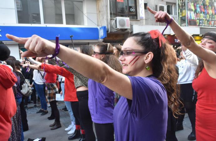 'Las Tesis' dalgası yayılıyor: İzmirli kadınlar da sokağa çıktı