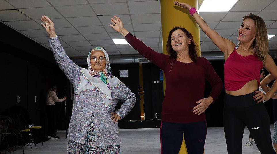 82 yaşında dansçı oldu… 'Gönül kocamıyor'