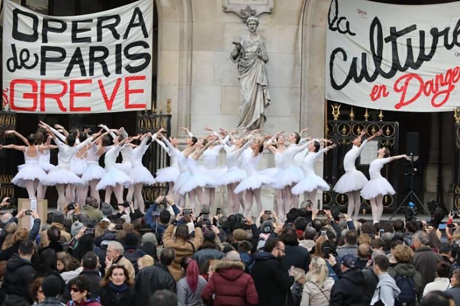 Paris'te süren greve opera ve bale sanatçıları da katıldı