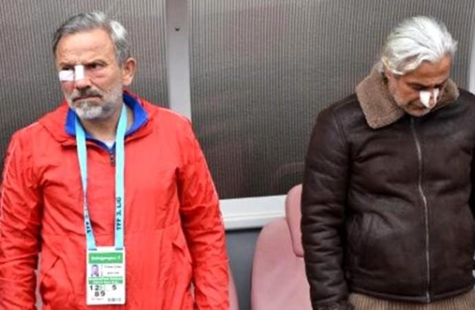 Saldırıya uğrayan teknik direktör, futbolcuları maçta yalnız bırakmadı