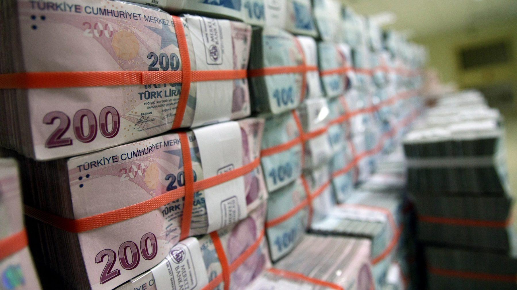 Bankaların swap sınırı düşürüldü, dolar 6 lirayı geçti
