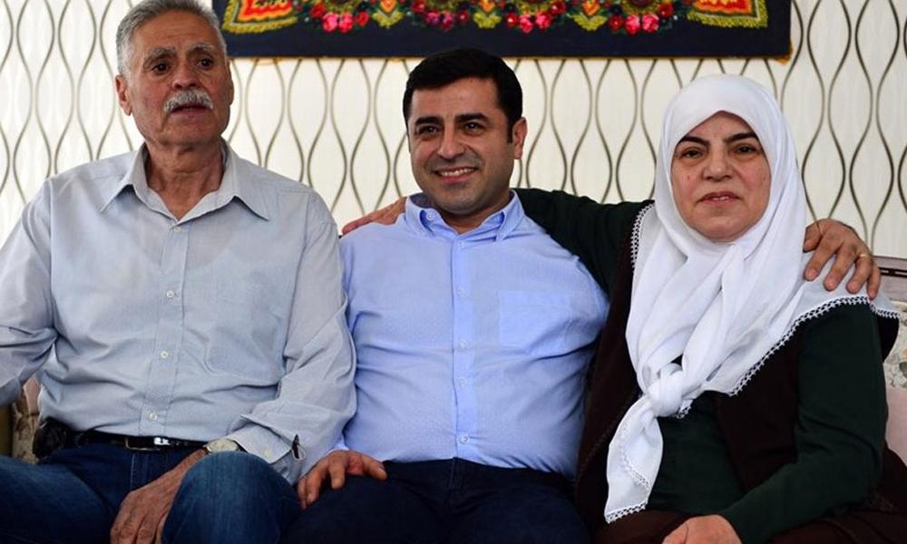 Selahattin Demirtaş'ın annesi, babası ve eşi cezaevine giderken kaza yaptı: HDP'den dayanışma çağrısı!
