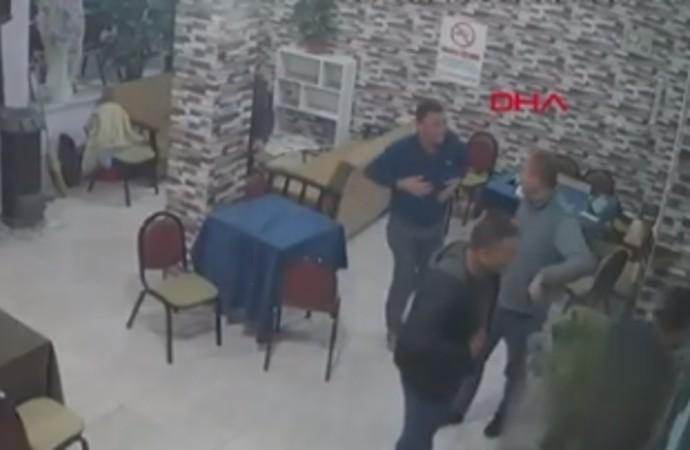 Balıkesir'deki deprem, iş yeri kameralarına yansıdı