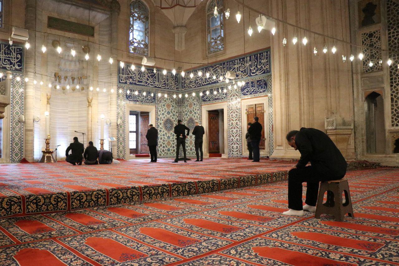 Diyanet'in 'tabure' genelgesi Selimiye Camii'nde uygulanmaya başlandı