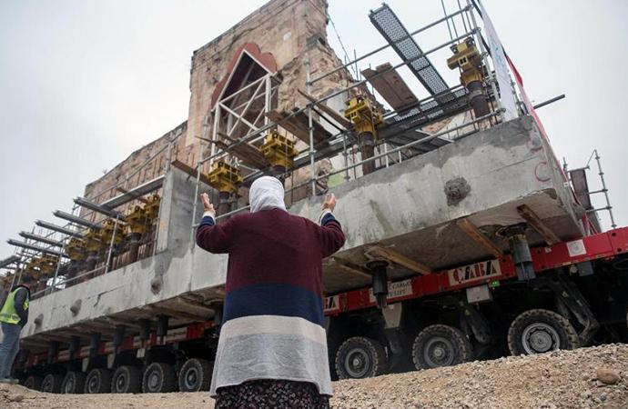 Hasankeyf'in son tarihi eserlerinden El Rızk Camisi taşındı