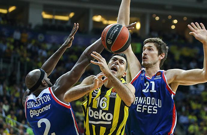 Türk Derbisi nefes kesti…Fenerbahçe Beko 73 -81 Anadolu Efes